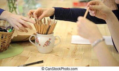 crayon, il, ensemble, feuille, work., tasse, début, papier, ...