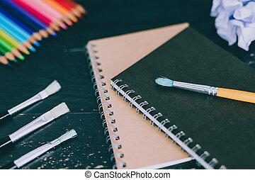crayons, art, brosses, coloré, inclure, bureau, mélangé, fournitures, bloc-notes