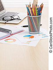 crayons, bureau, rapports, ordinateur portable, lieu travail, bureau