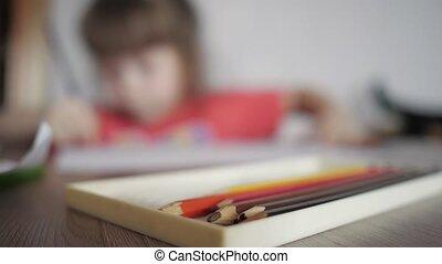 crayons, enfant, dessine, brouillé