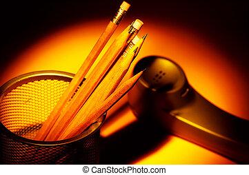 crayons, téléphone