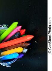 crayons, was