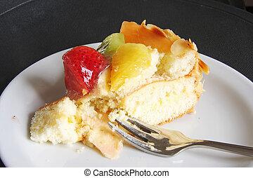 Cream cake with fruits