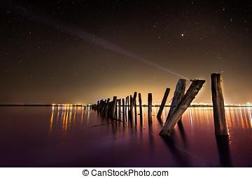 crear, aurora, -unusual, poste, en el agua, por la noche