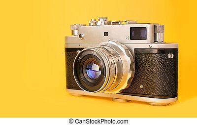 creativo, moderno, lente, macchina fotografica, fondo., vendemmia, retro, trendy, foto, film, macchina fotografica., moda, minimalismo, reflections., isolato, giallo, colorito