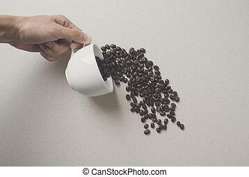 creativo, tenencia de la mano, café blanco, taza, con, café, beans.