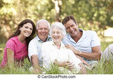 crecido, pareja, parque, arriba, 3º edad, niños