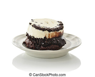 crema, ghiaccio, dolce caramellato con cioccolata, folletto buono