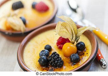 Creme brulee dessert - Sweet creme brulee desserts topped...