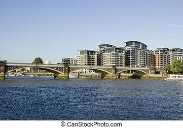 Cremorne Railway, Battersea, London - View along the River ...