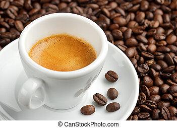 cremoso, granos de café, plano de fondo, taza