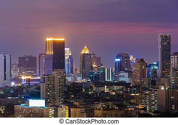 crepúsculo, ciudad, edificio de oficinas