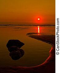 crepúsculo, en la playa