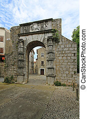 Cres gate - Medieval arch gate entrance to Cres town