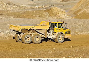 creuser camion, jaune, décharge