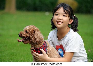 criança, asiático, cão, tocando
