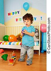 criança, asiático, tocando, brinquedos