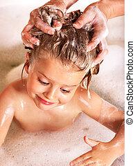 criança, cabelo lavagem, por, shampoo, .