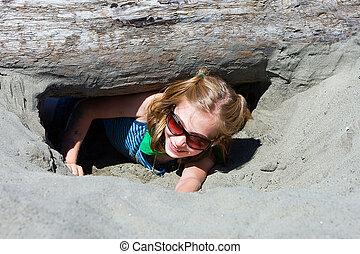 criança, cavando, areia