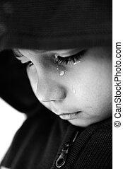 criança, chorando, foco, ligado, seu, lágrima, adicionado, um, bit, de, grão, preto branco