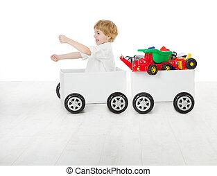 criança, dirigindo, carro caixa, e, vagão, com, toys., entrega, e, despacho, conceito