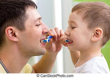 criança, e, seu, pai, dentes escovando, em, banheiro