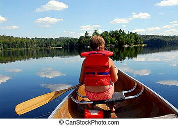 criança, em, canoa