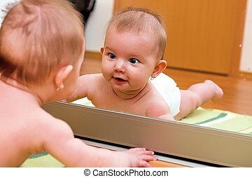criança, espelho