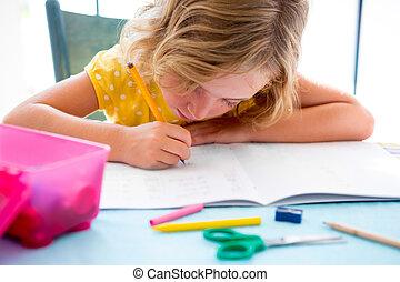criança, estudante, criança, menina, escrita, com, dever...