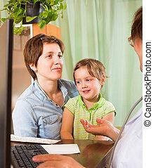 criança, examinando, doutor