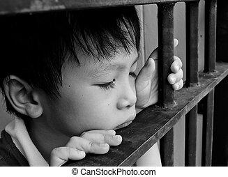 criança jovem, olhar, triste