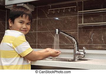 criança, lavando, pia, mãos