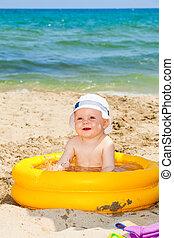 criança, ligado, um, praia