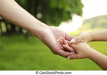 criança, mãe, ao ar livre, pai, mãos