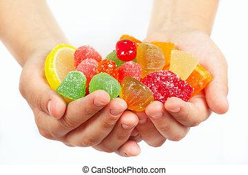 criança, mãos, com, coloridos, fruity, sweetmeats, e,...