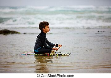 criança, medita, mar