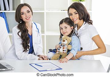 criança, pediatra, escritório, mãe