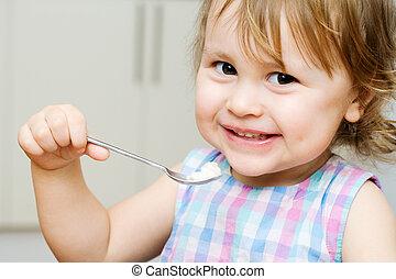 criança pequena, comer
