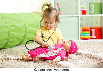 criança, playroom, tocando, menina, boneca