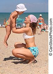 criança, praia., mãe