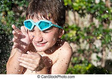 criança, tocando, com, água