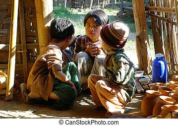 crianças asian