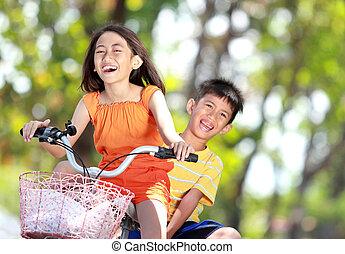 crianças, bicicleta equitação, junto