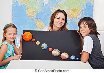 crianças, ciência, mostrando, rosto, seu, professor, mulher, project-focus