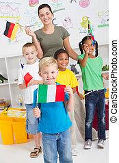 crianças, com, bandeiras