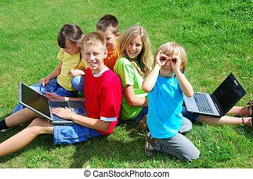 crianças, com, laptops