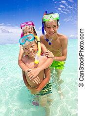 crianças, com, snorkels, em, mar