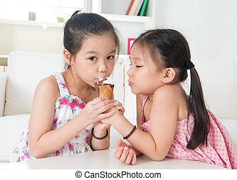 crianças comendo, gelo, asiático, creme, cone