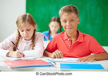 crianças, em, desenho, lição
