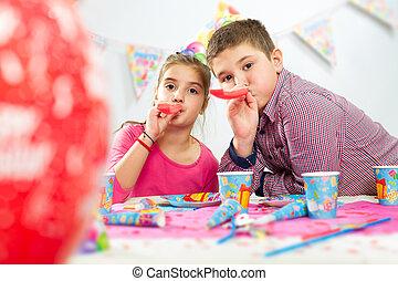 crianças, feliz aniversário, partido